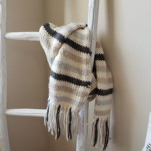 AE Chunky knit scarf